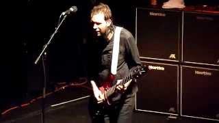 Mr Big-Tempéramental (solo guitare Paul Gilbert)-Bataclan 21/09/11