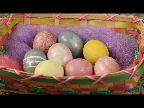 Color Easter Eggs With Natural Easter Egg Dye by Rockin Robin