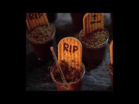 How to make Graveyard Chocolate Cup dirt dessert recipe Halloween pudding cups Halloween ghost easy