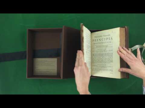 Clamshell book box with built-in book support
