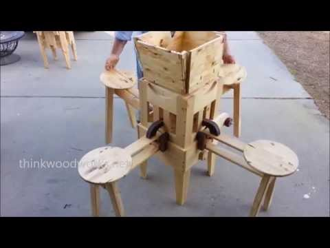 Incredible folding picnic table opens in seconds