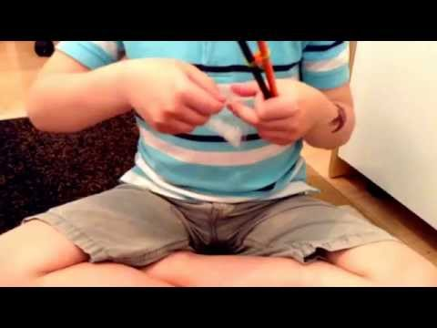 How to make a fishtail bracelet with two pencils