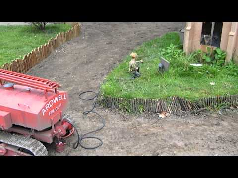 1:6 Scale Russian Fire engine in action..