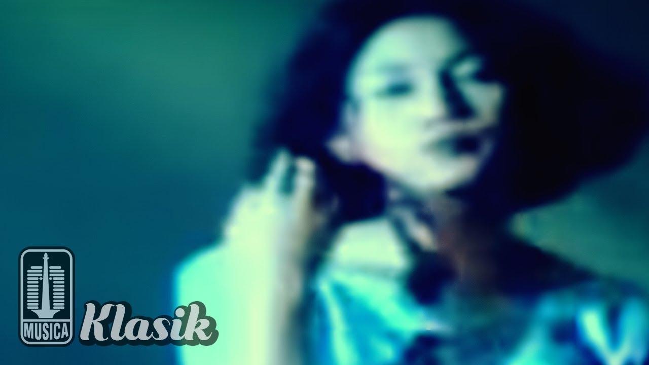 Download Nike Ardilla - Sandiwara Cinta (Official Karaoke Video) MP3 Gratis