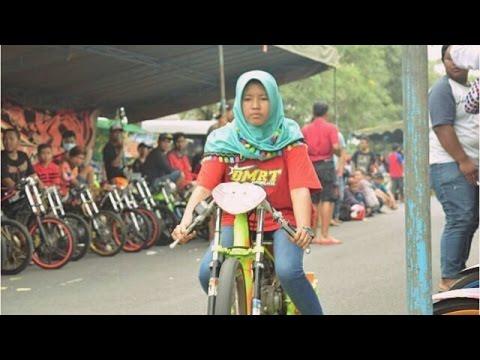 Weww...! Cewek Berhijab ikutan Balap Drag Bike 201m RESMIAN