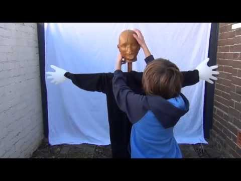 How to make a Halloween scarecrow