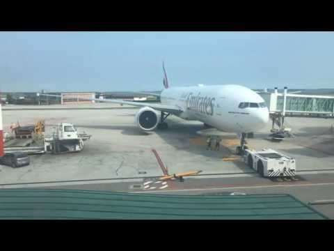 EMIRATES 777 PUSHBACK AT VENICE AIRPORT MARCO POLO (VCE)