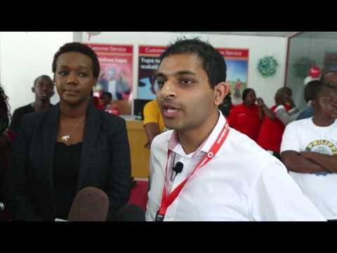 Mkurugenzi Mtendaji wa Vodacom Tanzania Ian Ferrao akifungua duka jipya la Vodacom Kariakoo.