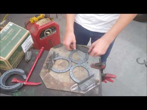 How to make a Horseshoe Bootrack