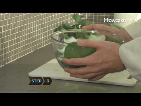 How to Wash Leafy Greens