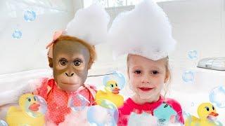 Download Настя и песенка про ванную с игрушками Video