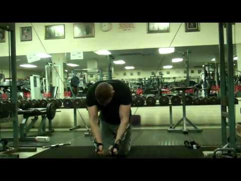 Gym Exercises: Strengthen Your Chest - Kneeling Cable Flys
