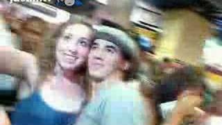 Omj Kevin Jonas Kissed A Fan
