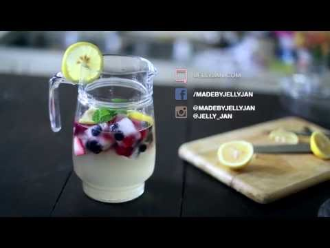 Lemonade with fruity ice cubes - Made by Jelly Jan