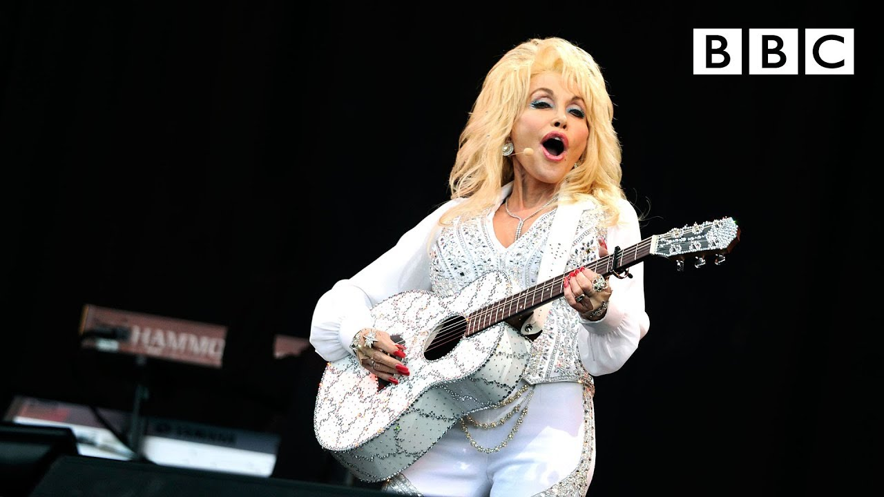 Dolly Parton performs Jolene at Glastonbury - BBC
