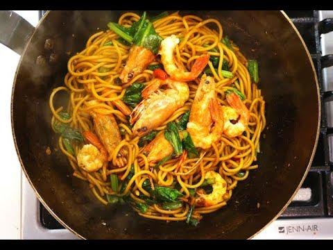 Mee Goreng Udang (Stir-Fry Noodles With Prawns/Shrimps)