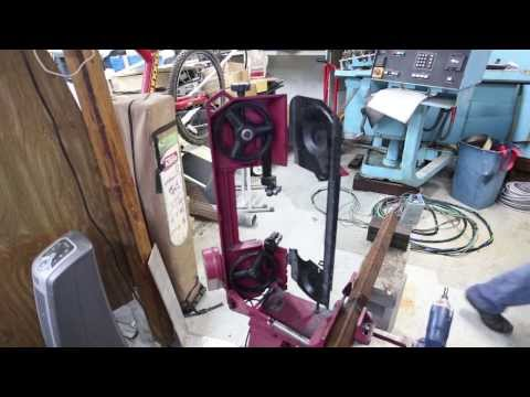 Harbor Freight 93762 Bandsaw - review and how to change blade