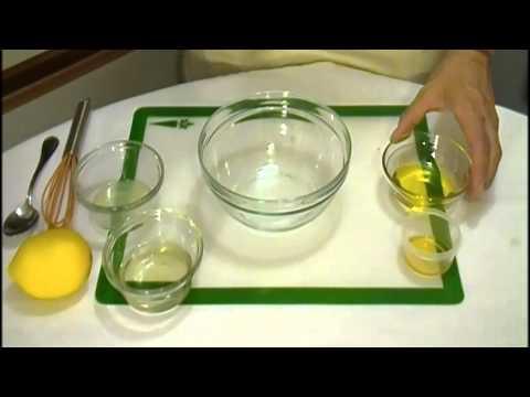 Howe to make White Wine Vinaigrette Salad Dressing Recipe