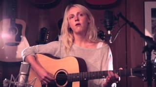 Laura Marling- Narrow Road (Guild Guitars Session)