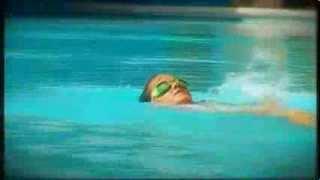 "Paradise Amalie svømmer ind i bassinkanten - ""F***** lortepool!"""