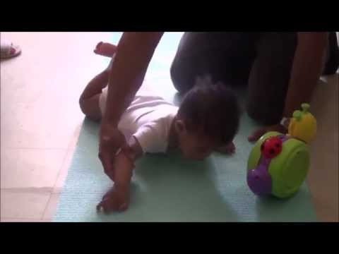 Tummy Time- How to help your baby tolerate being on his tummy