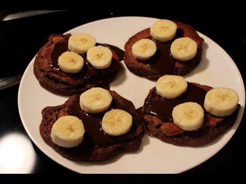 Bodybuilding Breakfast:  Healthy Chocolate Banana Pancakes