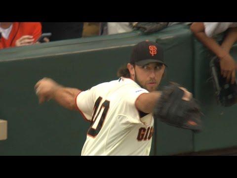 SD@SF: Bumgarner throws third career one-hitter