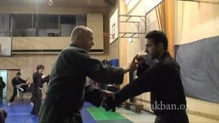 Ninjutsu blocks against boxing jab