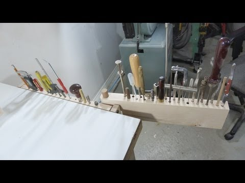 Adjustable tool rack