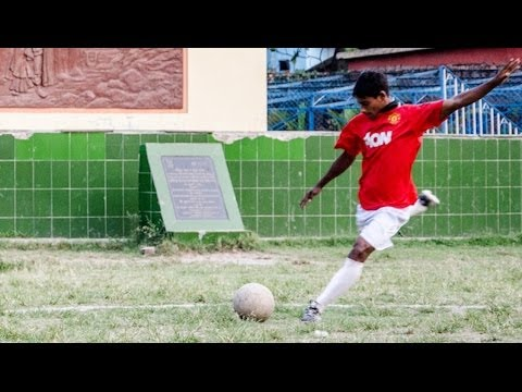 Manchester United Invite Teen Who Grew Up In Brothel For Trial
