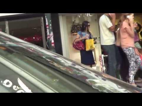 Jessica & Tiffany shopping...=)