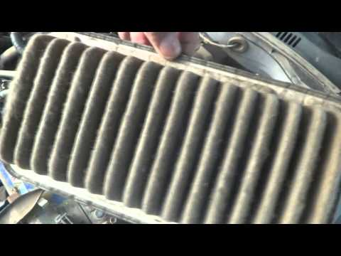 Car Air Filter cleaning. DIY filter cleaning. Car owners.
