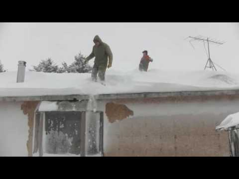 Jumping off house into snow.m4v