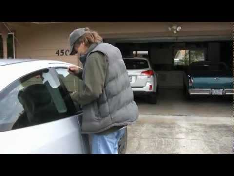 How to open a 2007 Ford Focus