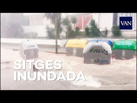 Una intensa tormenta inunda Sitges