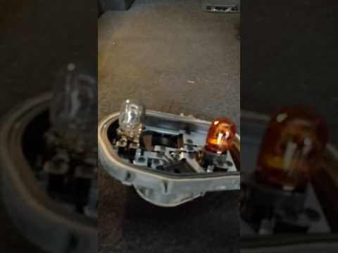 How to replace Ford CMax Energi (US) taillight bulbs