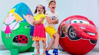 Download McQueen VS Ben and Holly's Little Kingdom Яйцо с игрушками / Giant Surprise egg Video