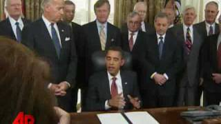 Obama Signs Order To Close Guantanamo In A Year