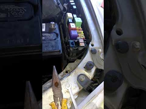 How to replace alternator 100 amp fuse for 2000 Toyota Camry or solara