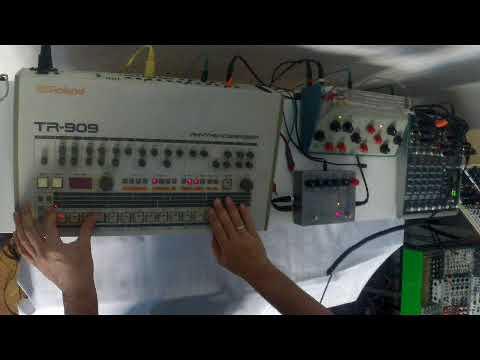 KiNK session : T.R. 909 / Knas Moisturizer / EHX Stereo Memory Man