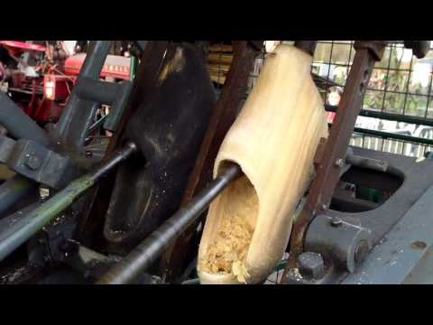 Making Wooden Shoes , klompen maken , Dorsdag Bladel 2012