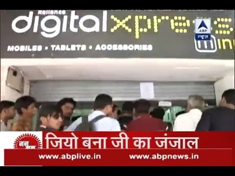 Jan Man: People stand and wait in long queues to buy Reliance's Jio 4G sim