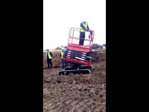 ALMAC BIBI 850-BL Bi Levelling scissor lift - Driving on a rough terrain