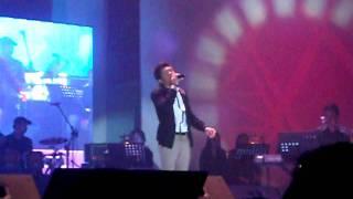 Jovit vs Marcelito Concert @ SM SM North Skydome, December 10, 2011