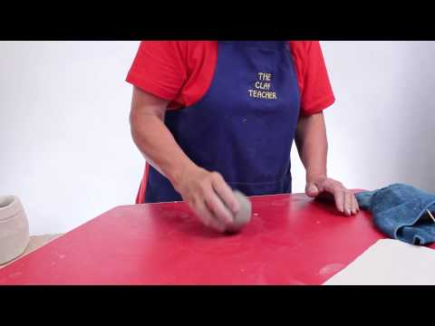 How to Make a Simple Pinch Pot - Teaching Clay to Elementary Students - Episode 9