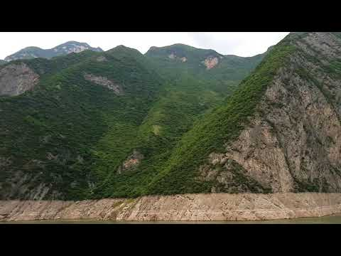 Yangze river cruise Gorge views