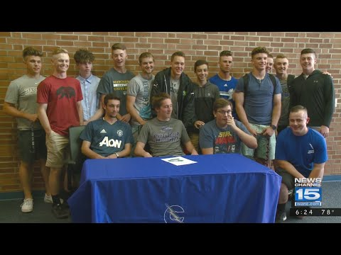 Kresl twins of Carroll High School sign for college sports