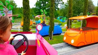 Driving  Daddy Pig Car Ride / Peppa Pig World Park / Peppa Pig  Song / Learn Colours