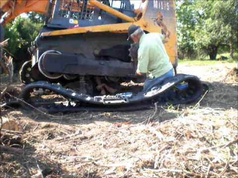 Skid Steer Undercarriage Roller Replacement | Mustang MTL25