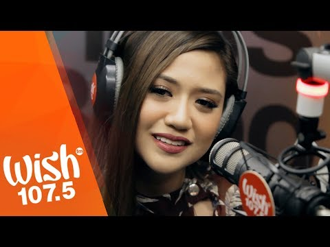 Morissette performs